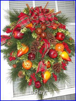 CHRISTMAS IN WILLIAMSBURG Old World Holiday Fruit Wreath