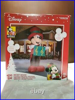 Christmas Disney 14.5 ft Mickey Mouse Fancy Caroling Attire Songbook Inflatable