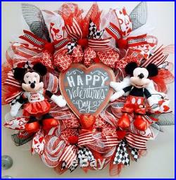 Disney Mickey Minnie Happy Valentine's Day Hearti'm With Cupid Wreath