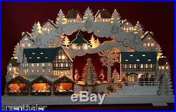 Großer 3D-Schwibbogen 68x39cm Weihnachtsmarkt mit 3 Buden & Baum Erzgebirge