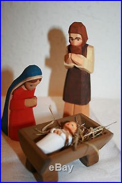 Lotte Sievers Hahn Nativity crib hand carved hlg. Family m. Child brunette