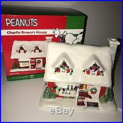 Peanuts Snoopy Department 56 Lighted Christmas Village