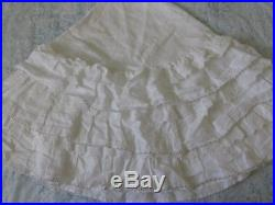 Rachel Ashwell Shabby Chic Couture tm White Petticoat Christmas Tree Skirt
