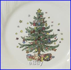 Set of 4 Nikko Japan Happy Holidays Dinner Plates Christmas Tree Design