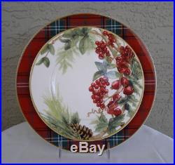 Set of 8 Williams Sonoma 4 TARTAN PLAID Dinner & 4 BOTANICAL WREATH Salad Plates