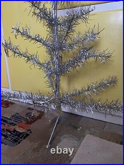 VINTAGE 1960′s SKINNY SILVER SMALL TINSEL WIRE FRAMED CHRISTMAS TREE