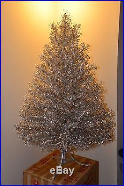 Vintage Revlis Starlite 4 1/2FT Aluminum Christmas Tree 104 Branches