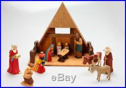 Weihnachtskrippe mit 13 Holzfiguren + Stall, Lotte Sievers-Hahn, handgeschnitzt